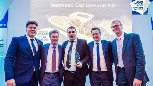The Center Console and Walk Around CAP CAMARATS 9.0 won the 2019 Motor Boat Award!