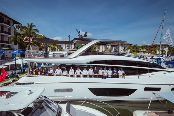 Boat Lagoon Yachting team on Princess Y85