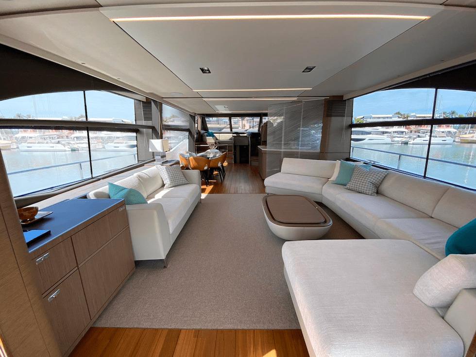 Boat Salooon Modern